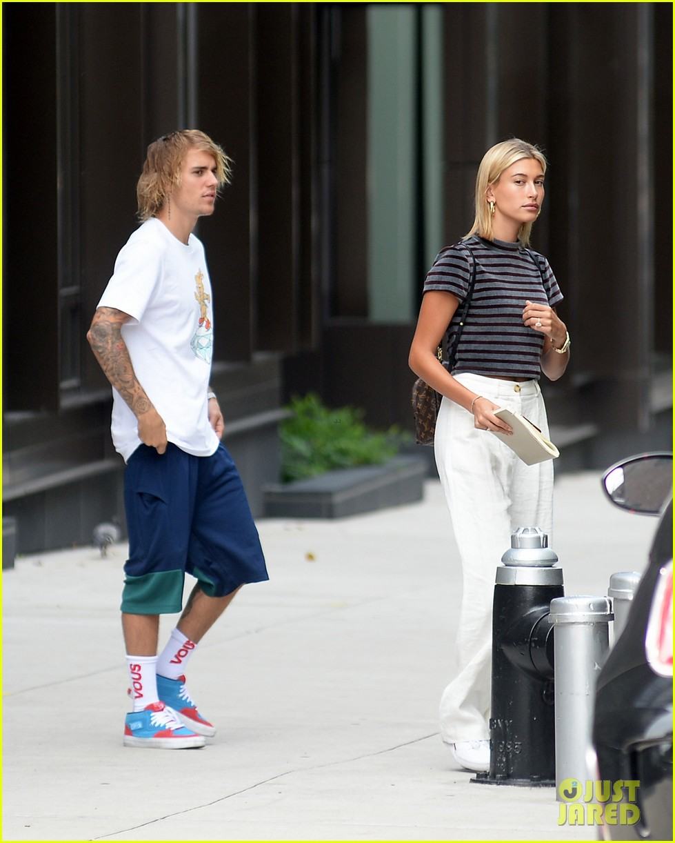 601ede48eb74 Justin Bieber   Hailey Baldwin Pick Up Groceries at Whole Foods ...
