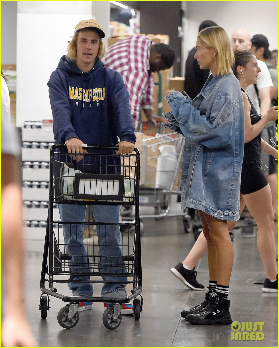 Hailey Baldwin Engagement Ring: Justin Bieber & Hailey Baldwin Pick Up Groceries At Whole