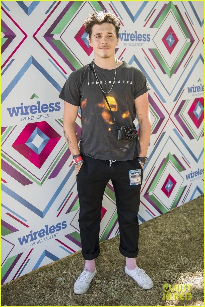 brooklyn beckham hangs out at wireless festival 01