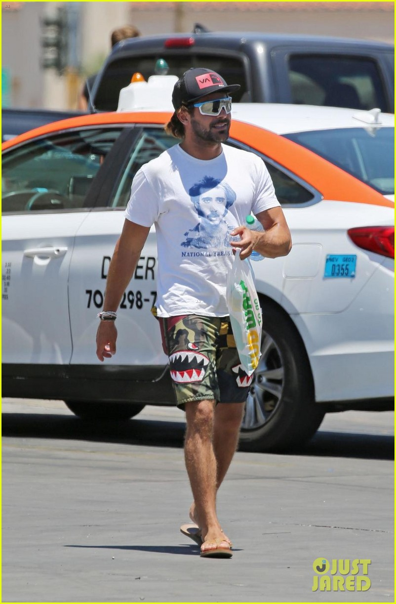 zac efron picks up subway while on vacation in arizona 02
