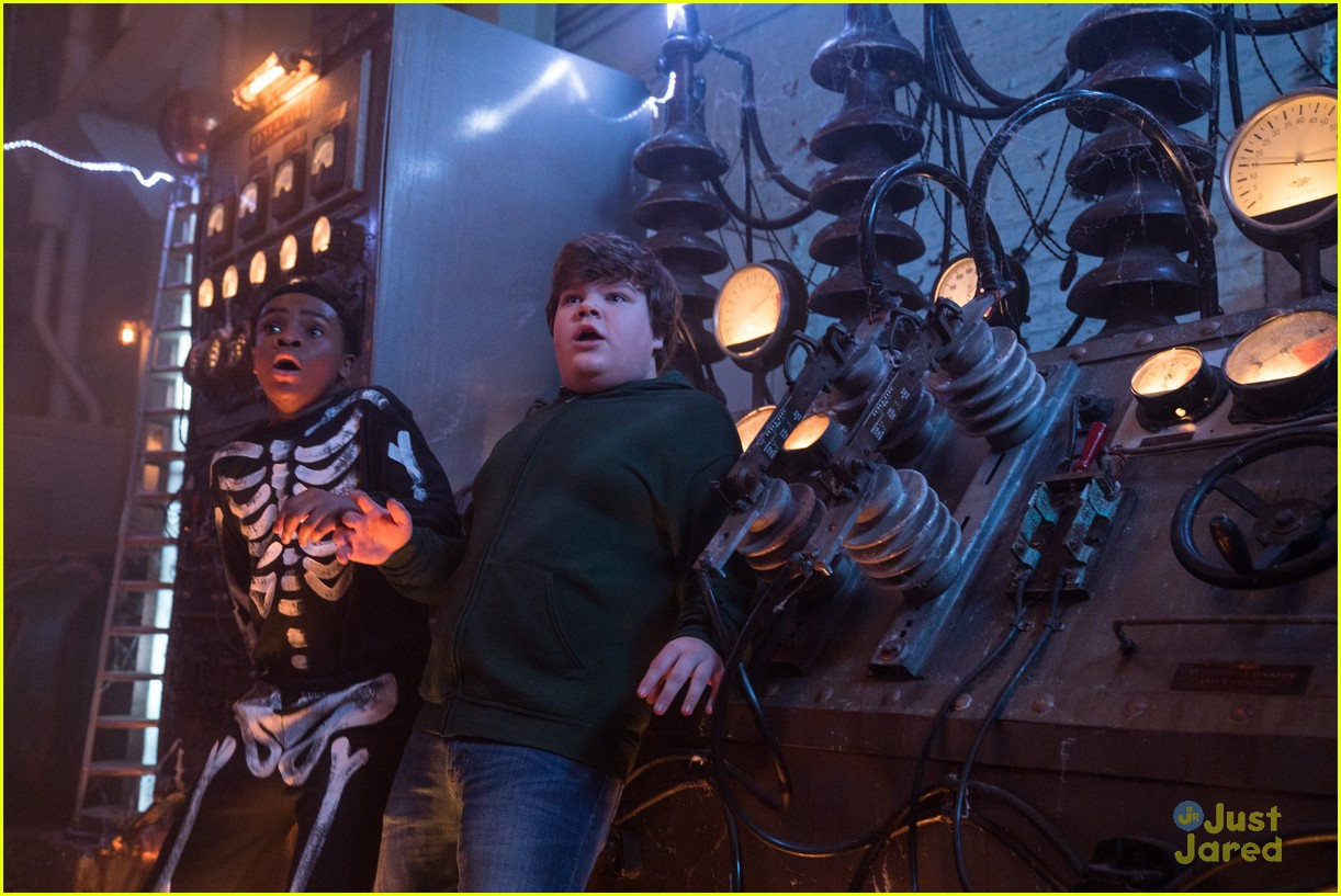 goosebumps 2 haunted halloween trailer pics 04