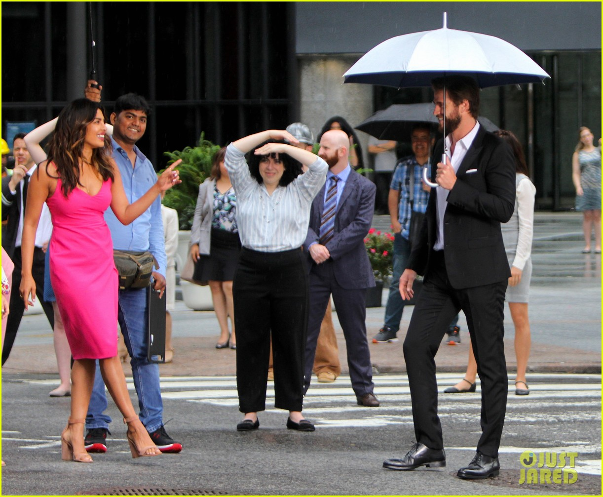 liam hemsworth and priyanka chopra film dancing scene for isnt it romantic 01