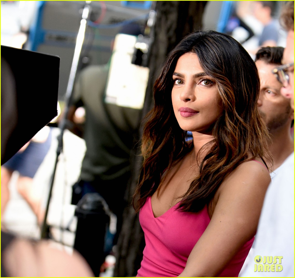 liam hemsworth and priyanka chopra film dancing scene for isnt it romantic 10