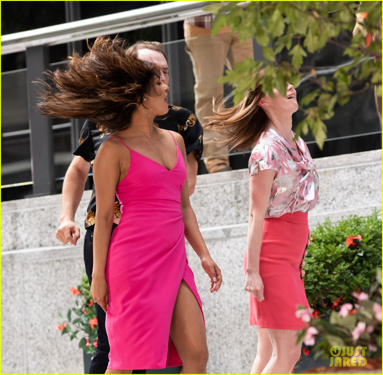 liam hemsworth and priyanka chopra film dancing scene for isnt it romantic 15