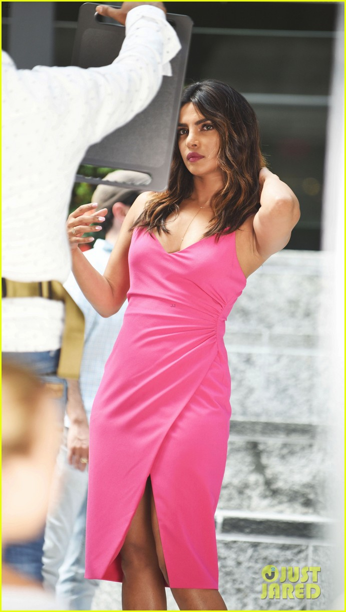 liam hemsworth and priyanka chopra film dancing scene for isnt it romantic 30