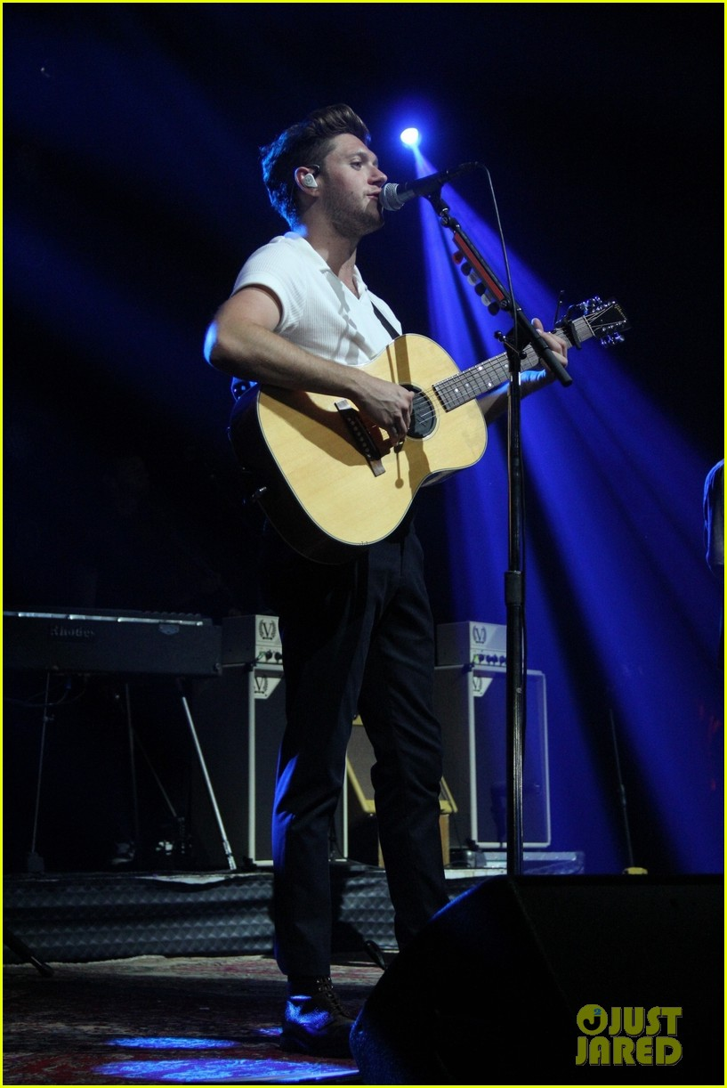 Niall Horan Enjoys A Day Off From His Flicker World Tour In Brazil Photo 1171451 Maren Morris Niall Horan Pictures Just Jared Jr