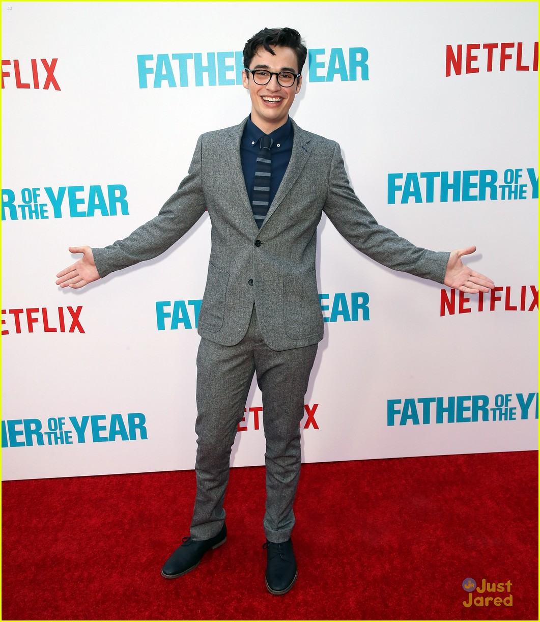 joey bragg audrey jessica support foty premiere 06