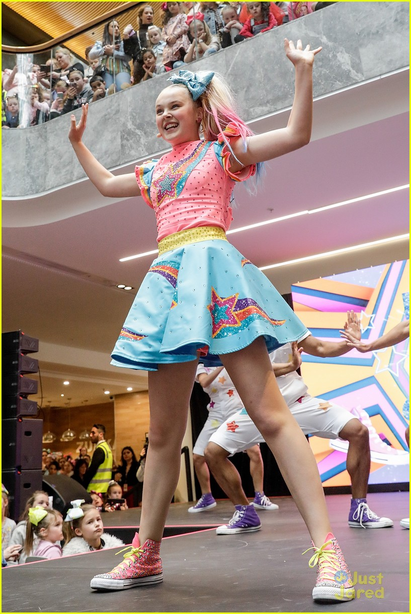 Jojo Siwa S Melbourne Concert Had Over 15 000 Fans Show Up