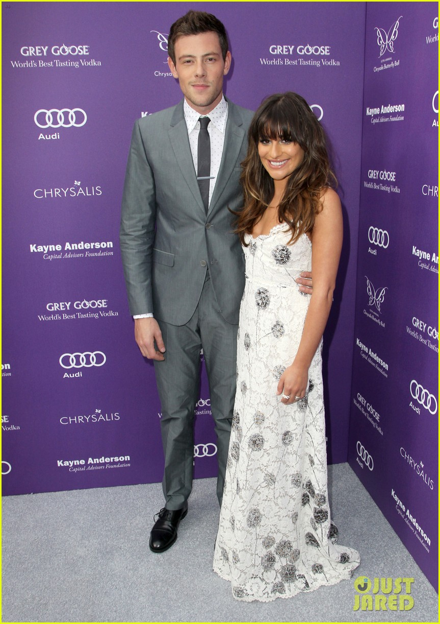 lea michele pays tribute to cory monteith 01
