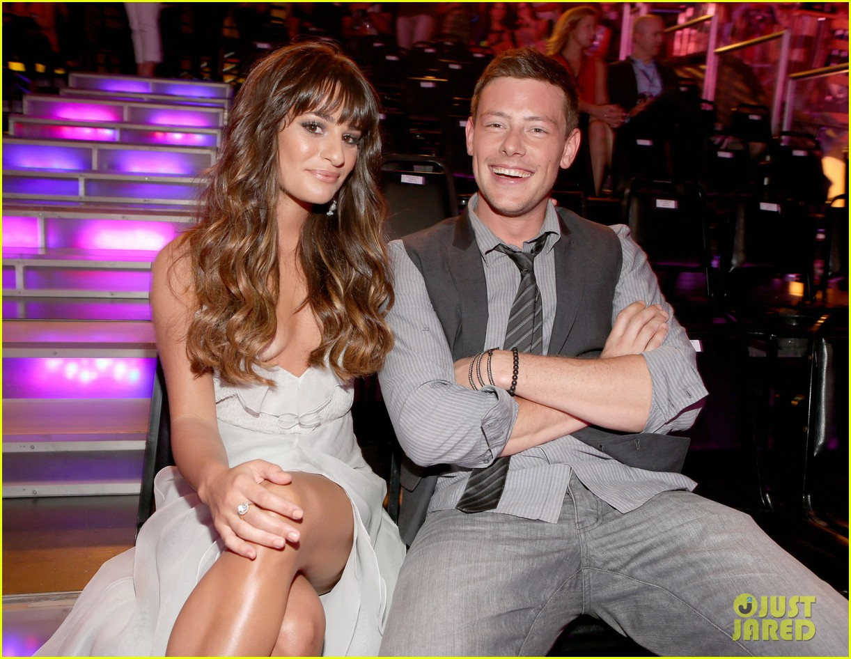 lea michele pays tribute to cory monteith 04