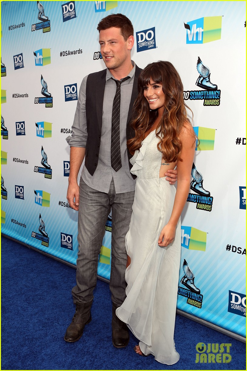 lea michele pays tribute to cory monteith 06