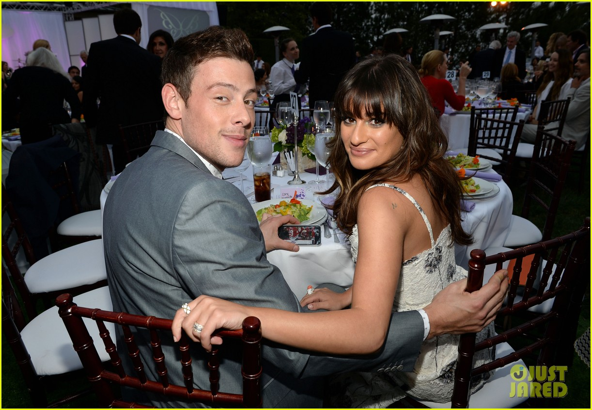lea michele pays tribute to cory monteith 07