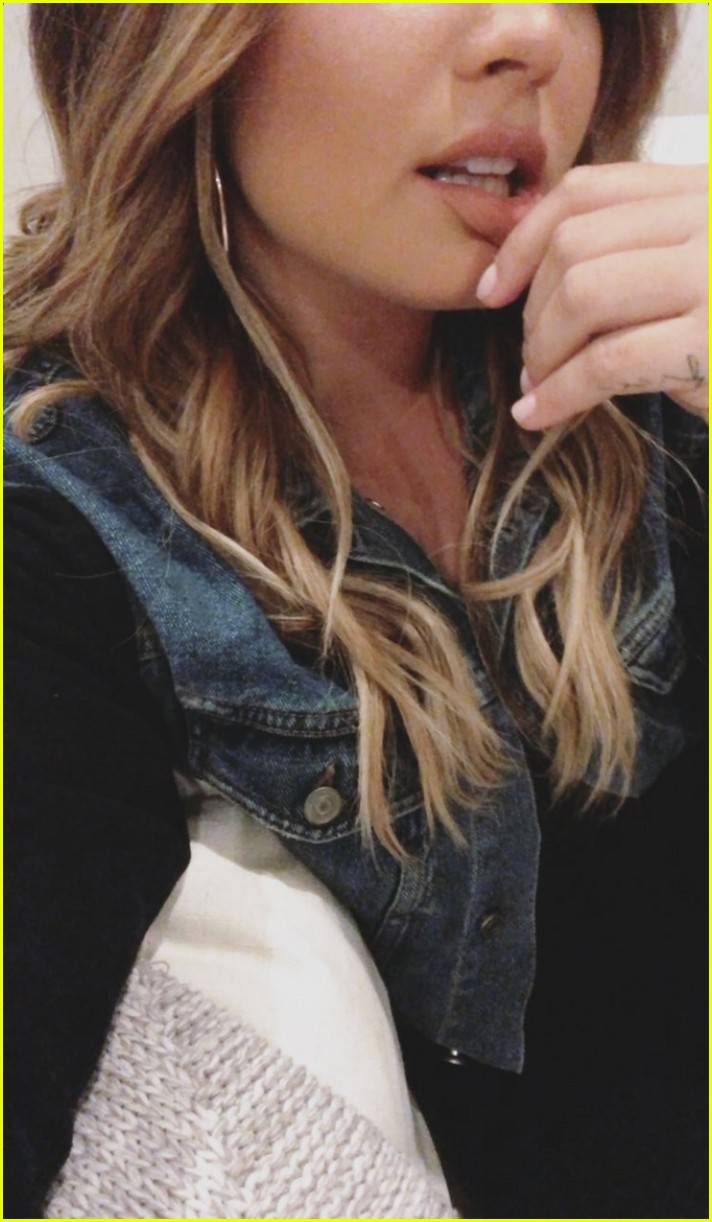 demi lovato goes blonde