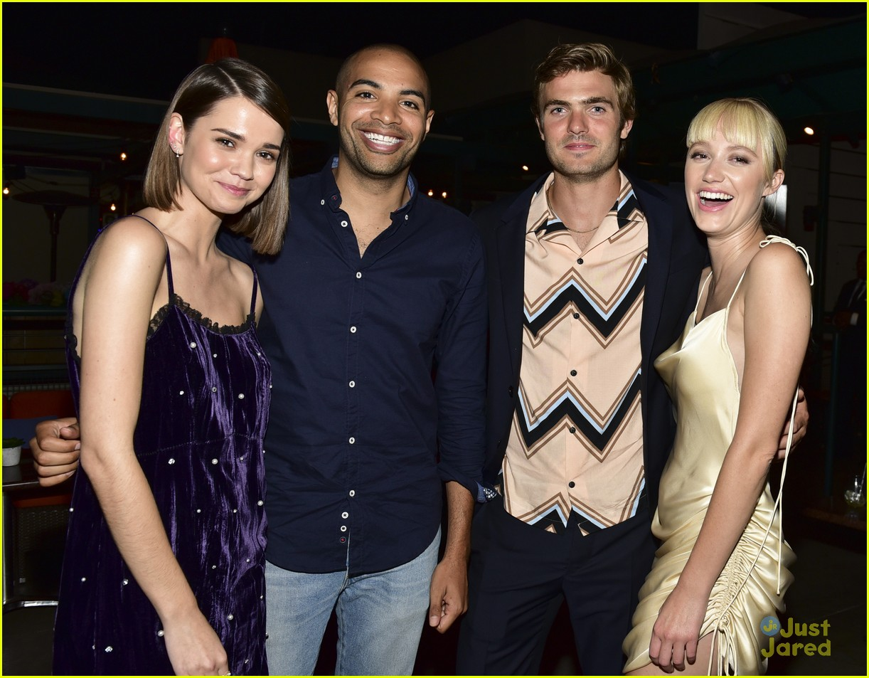 maia mitchell maika monroe alex roe hot summer nights premiere 02