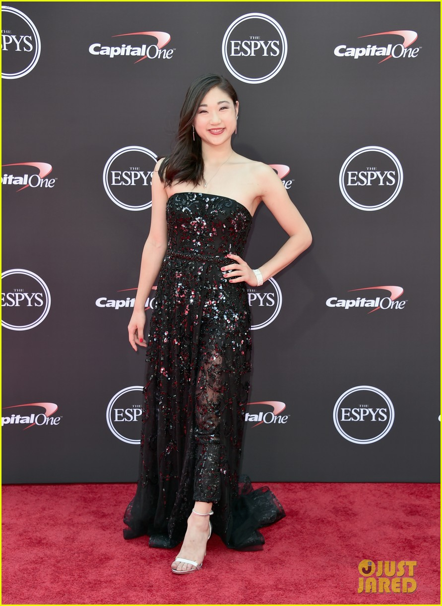 adam rippon and mirai nagasu make a stylish espys 2018 red carpet arrival 02