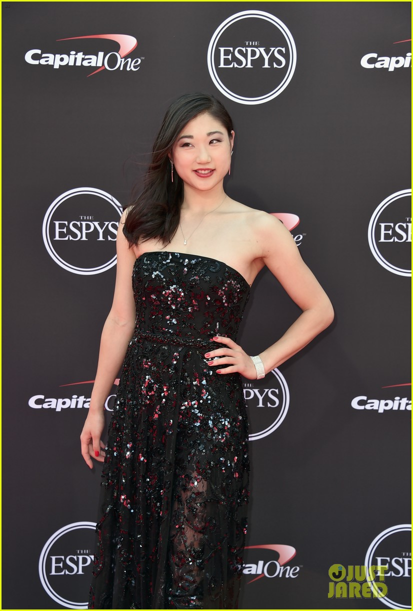 adam rippon and mirai nagasu make a stylish espys 2018 red carpet arrival 11