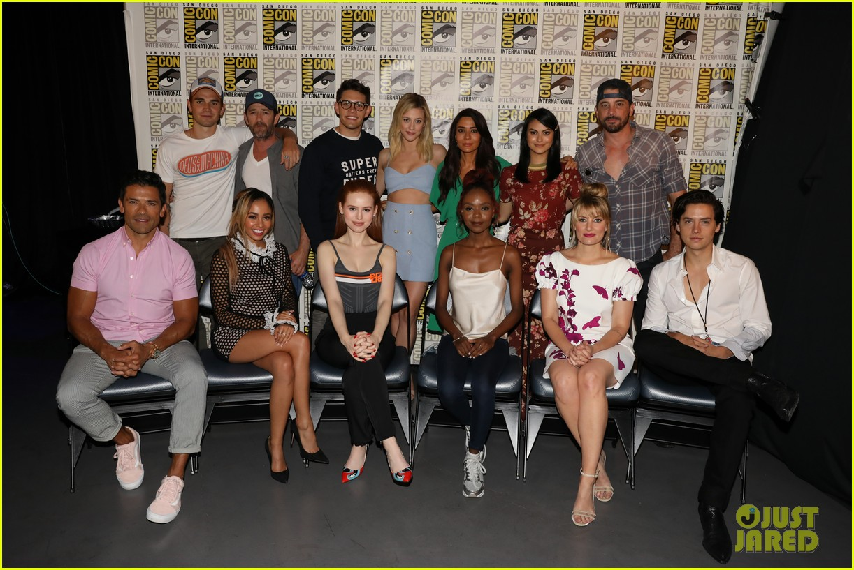 riverdale cast 2018 comic con 03
