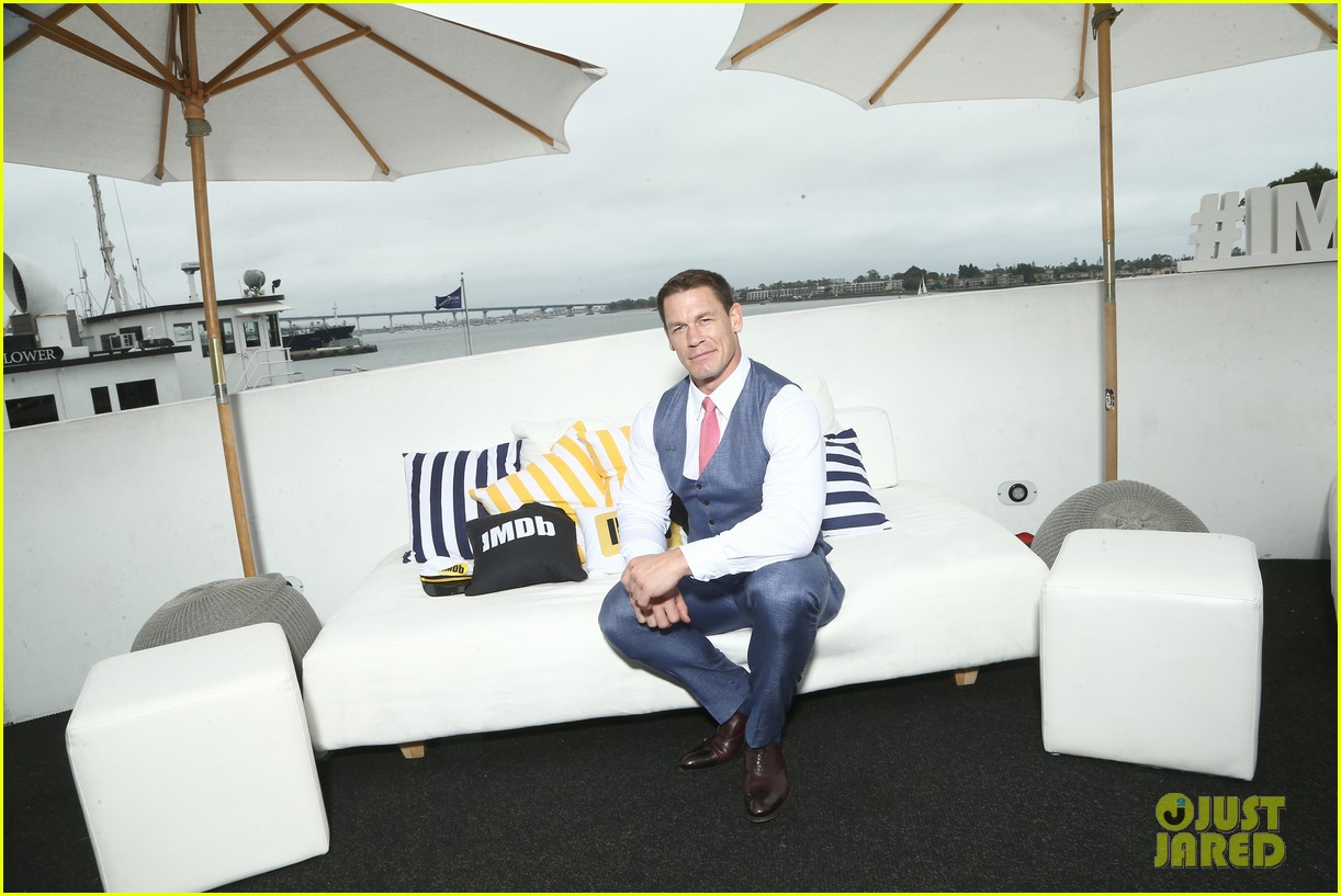hailee steinfeld and john cena bring bumblebee to comic con 12