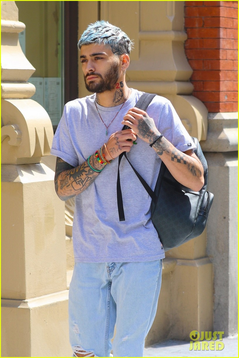 Zayn Malik Sports Blue Hair While Out & About in NYC ...