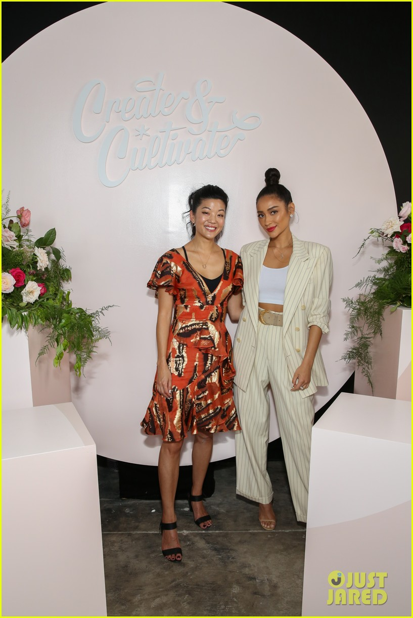 jennifer hudson shay mitchell create cultivate in chicago 18