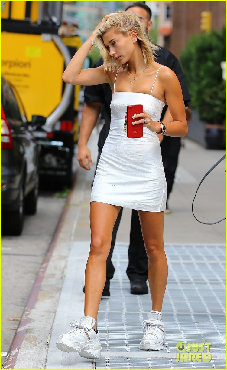 hailey baldwin goes makeup free for morning coffee run 02