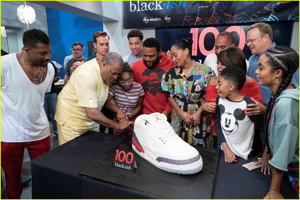 anthony anderson and tracee ellis ross join black ish cast at 100th episode celebration 02