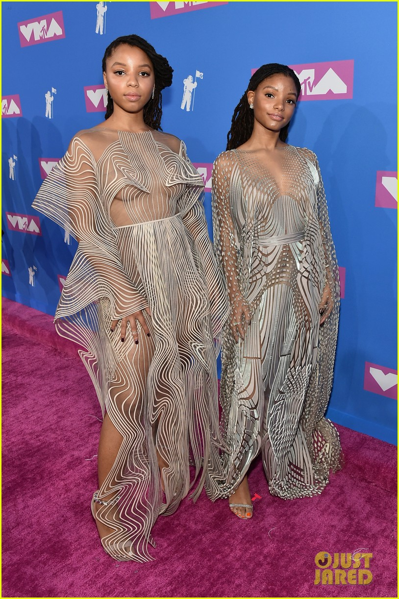 Chloe X Halle S Sheer Gowns Will Make You Dizzy At Mtv