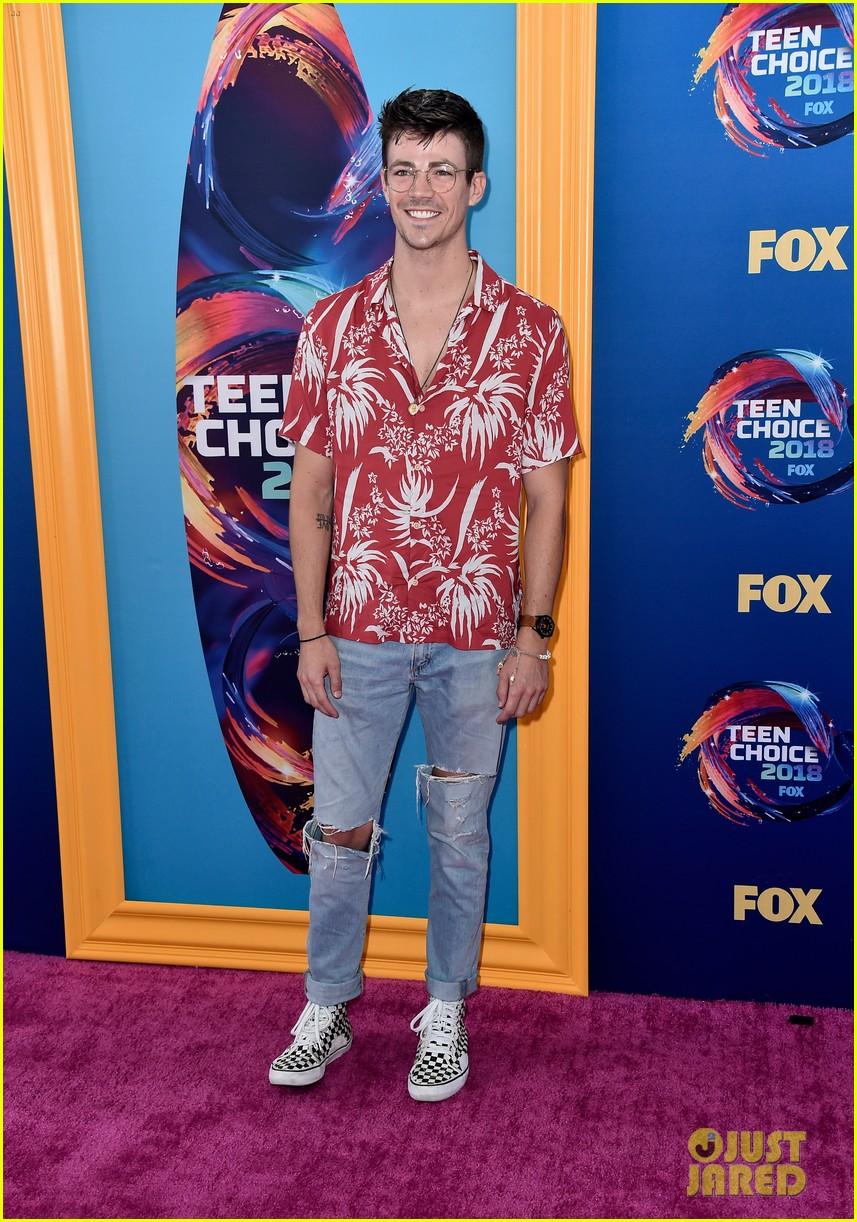 Grant Gustin & Rick Gonzalez Hit the Carpet at Teen Choice ...