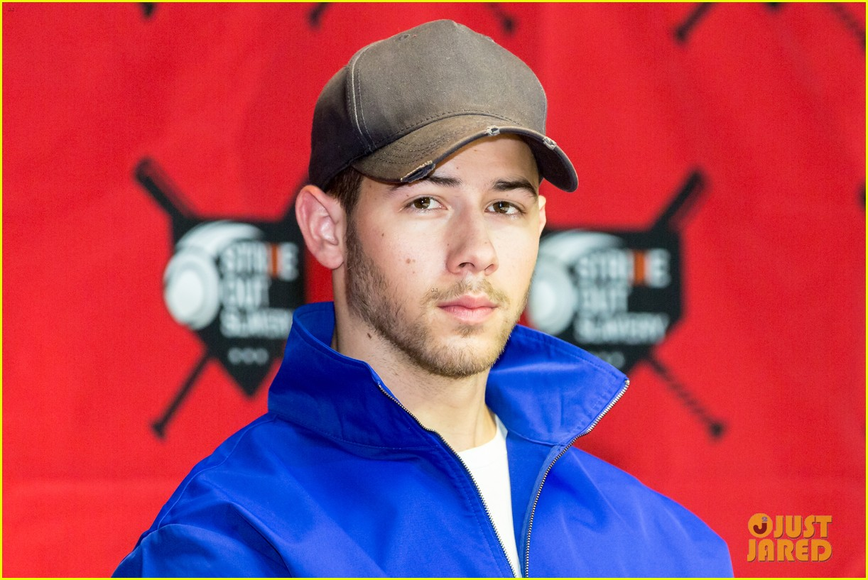 nick jonas helps strike out slavery at press conference ahead of concert 01