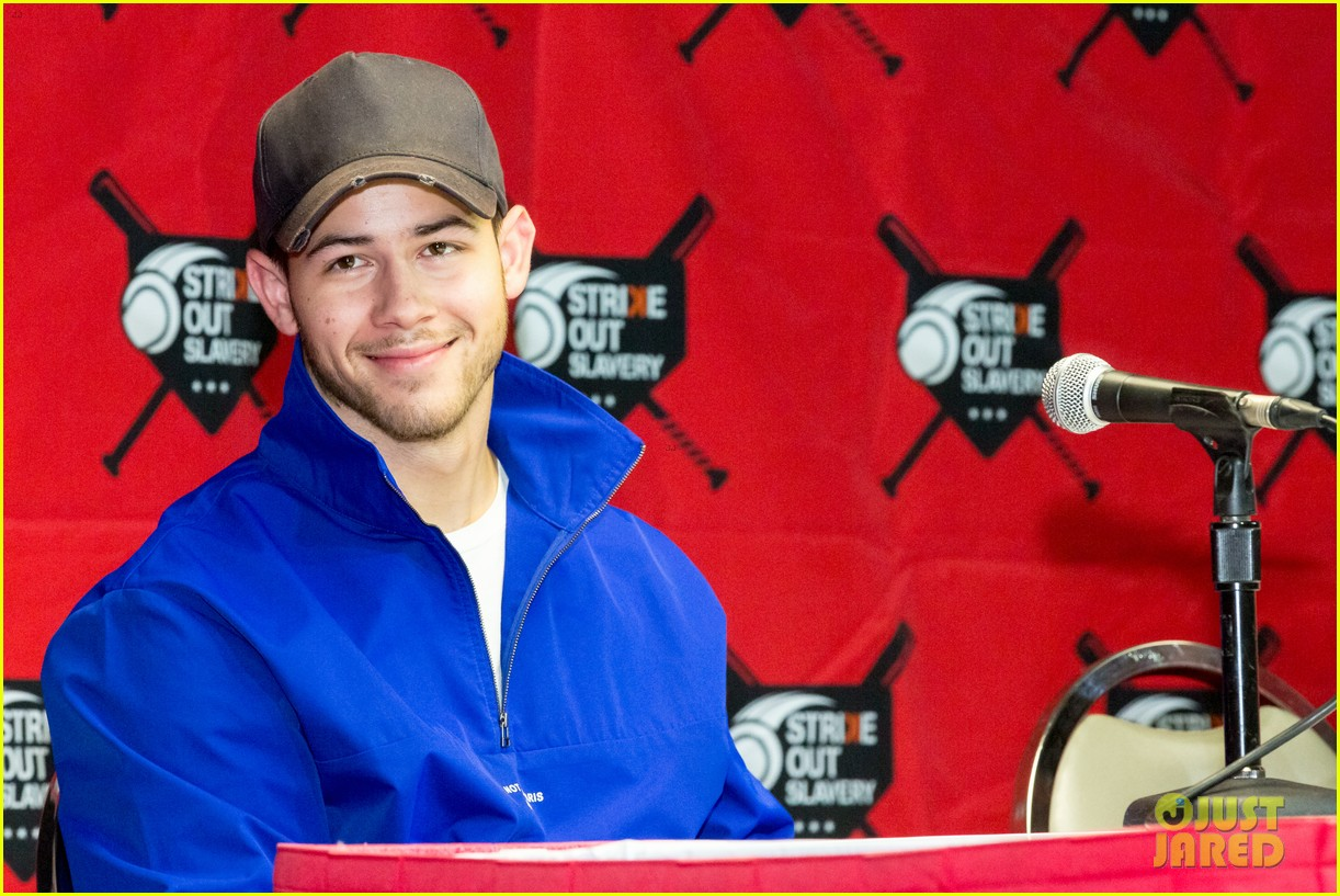 nick jonas helps strike out slavery at press conference ahead of concert 02