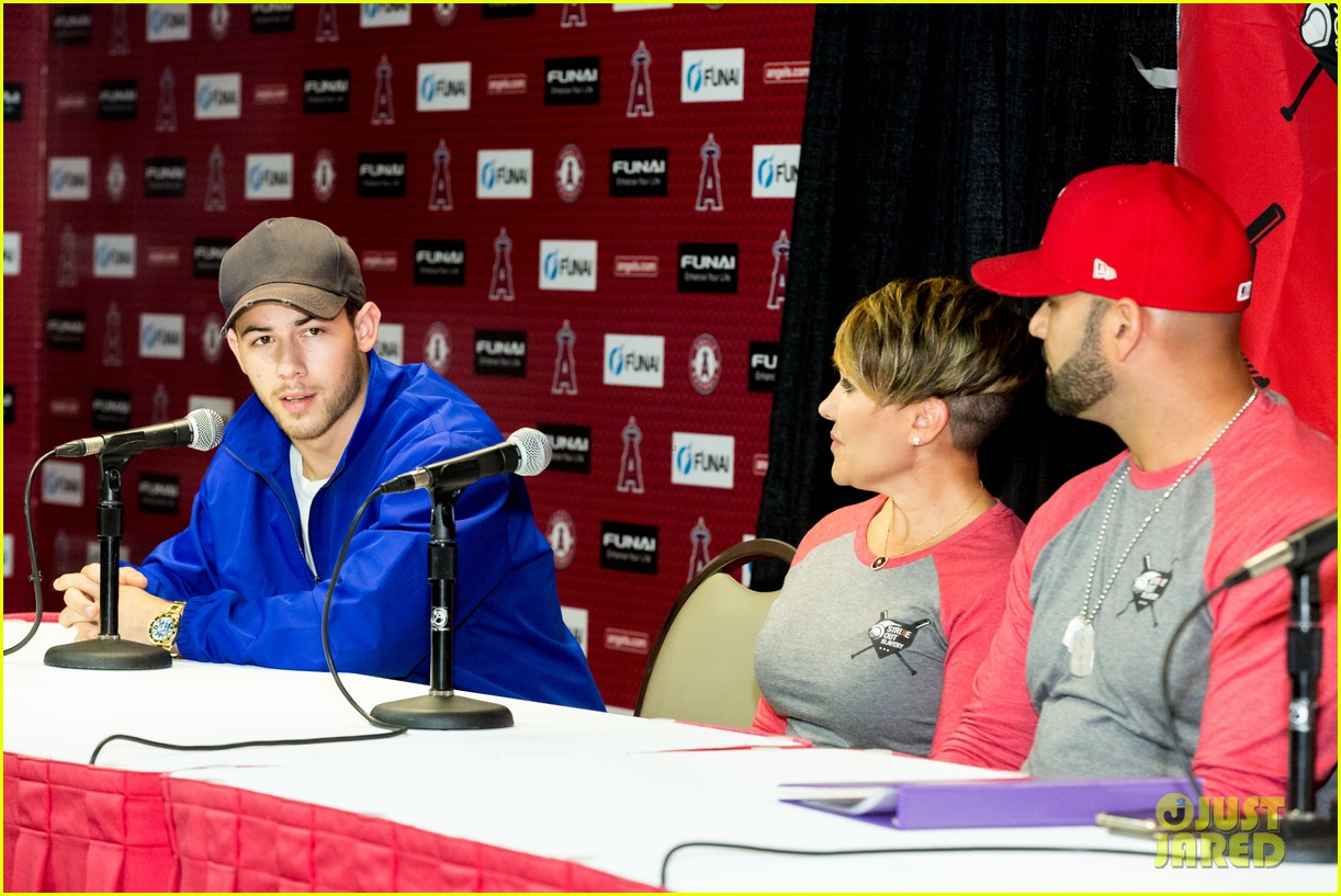 nick jonas helps strike out slavery at press conference ahead of concert 04