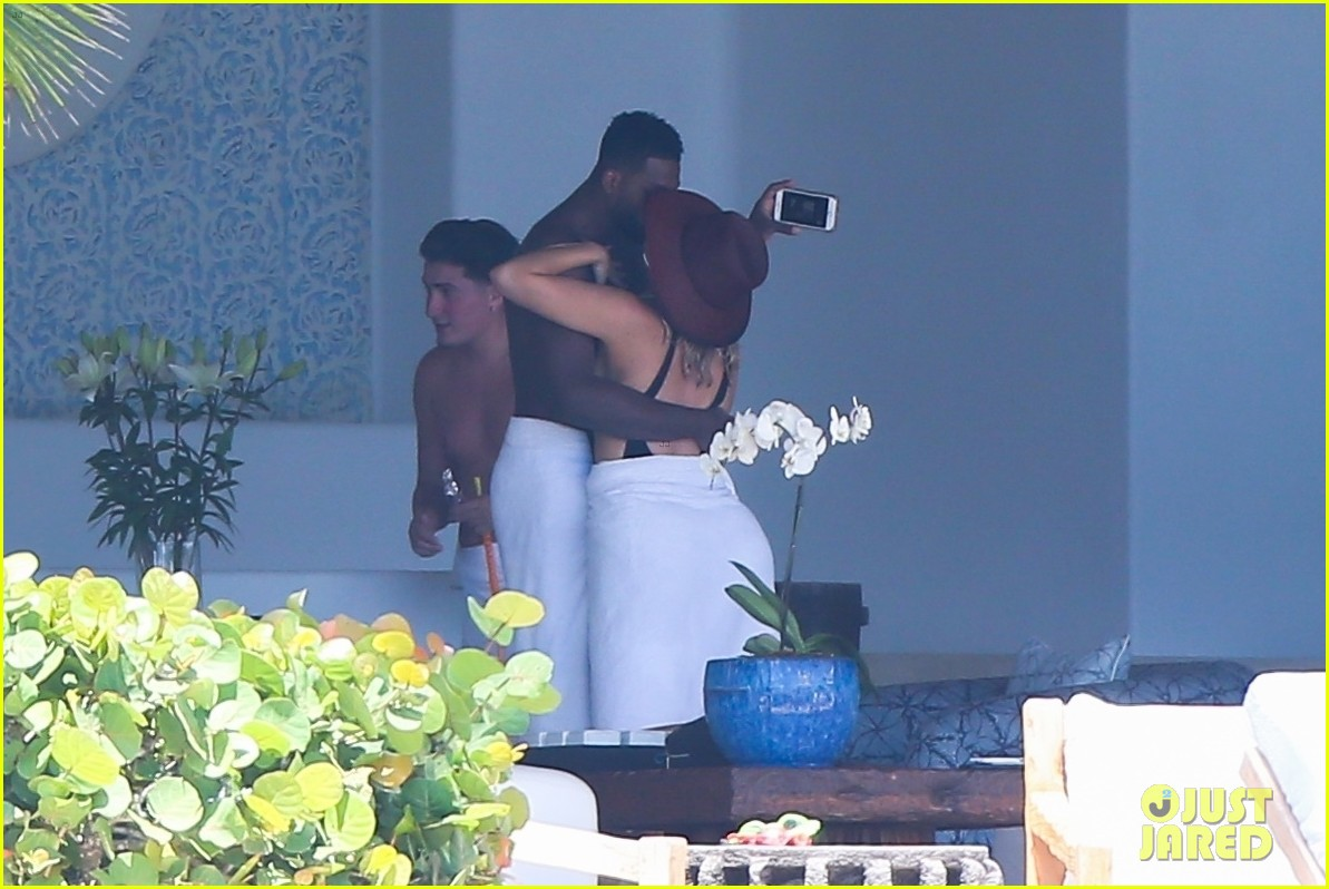 kendall jenner khloe kardashian vacation with boyfriends 47