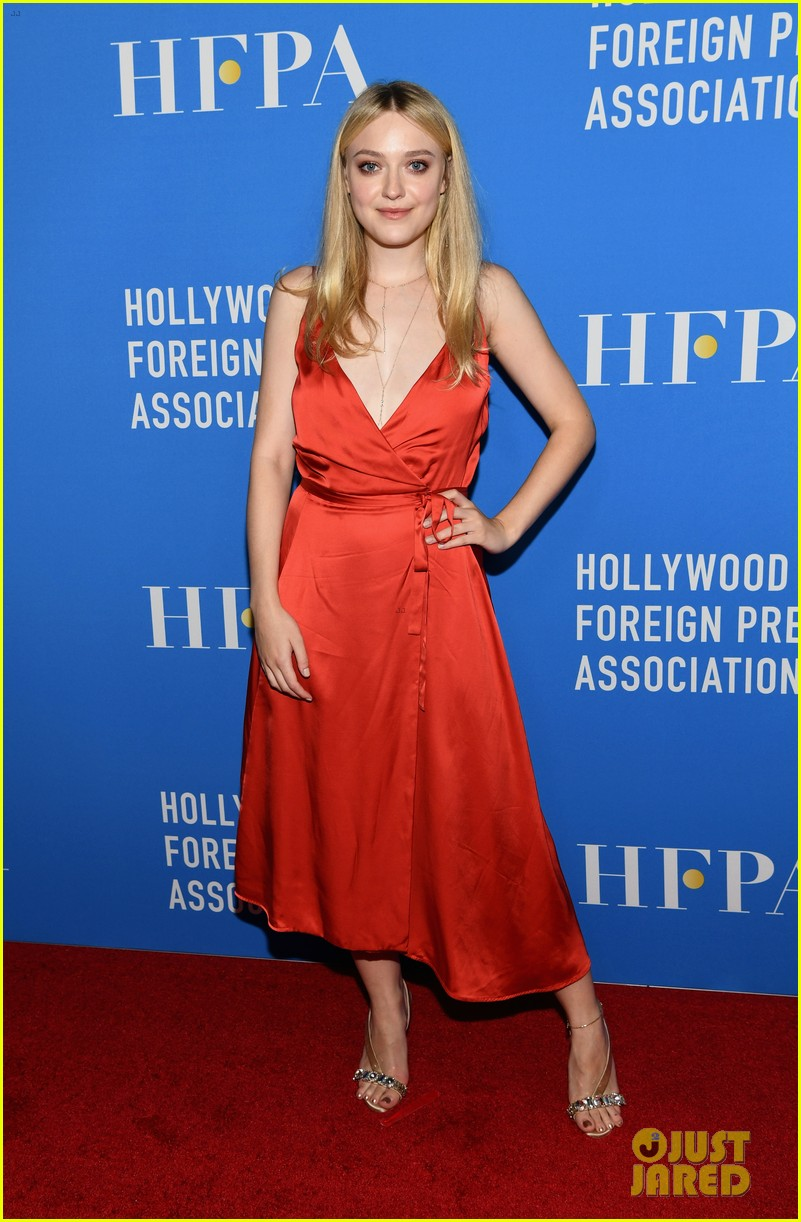 dakota fanning joins joey king laura harrier at hfpa banquet 02