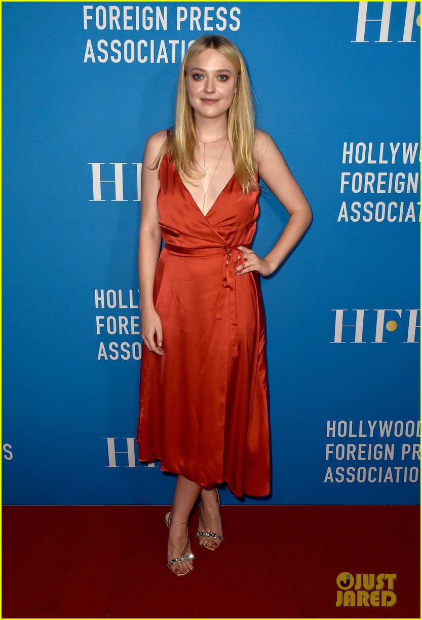 dakota fanning joins joey king laura harrier at hfpa banquet 09