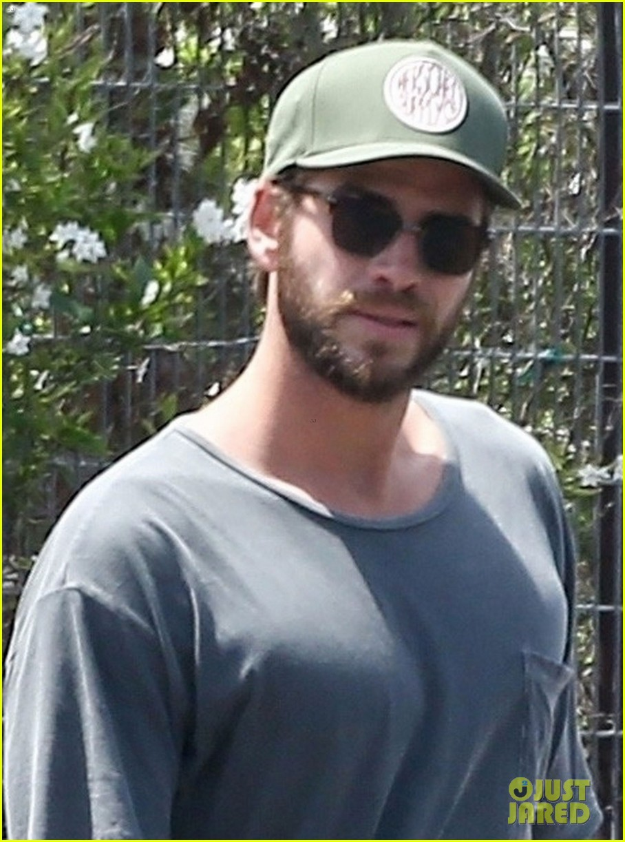 liam hemsworth once threw a knife at older brother chris 05