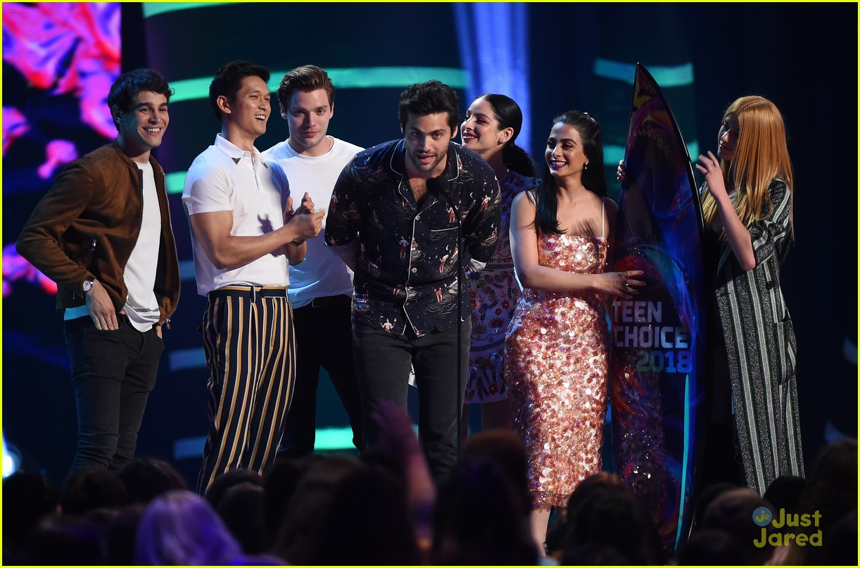 matthew daddario shadowhunters wins tcas 02