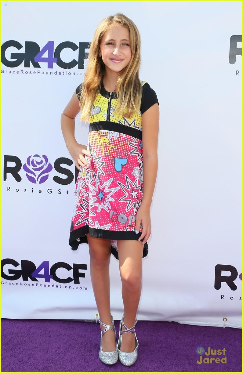 sadie stanley nia sioux rosie fashion show 02