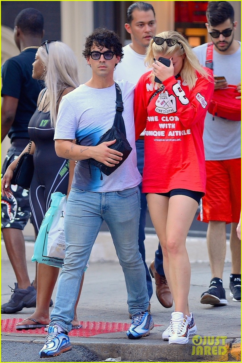 photo Sophie Turner explains why she was crying with Joe Jonas in public