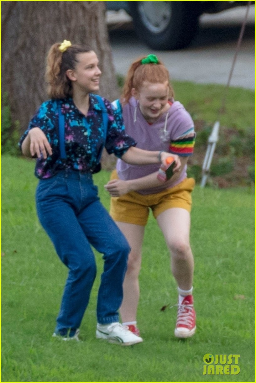 stranger things set photos millie bobby brown 19