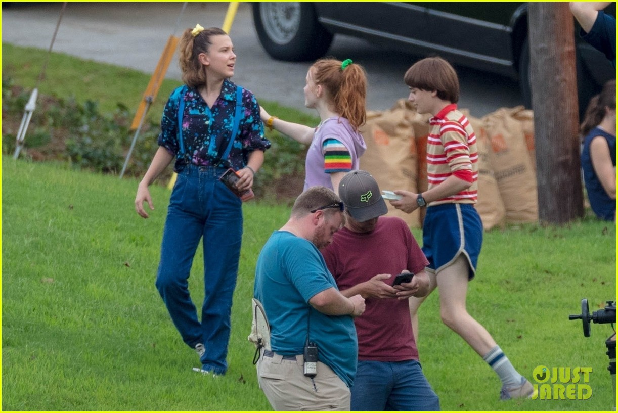 stranger things set photos millie bobby brown 20