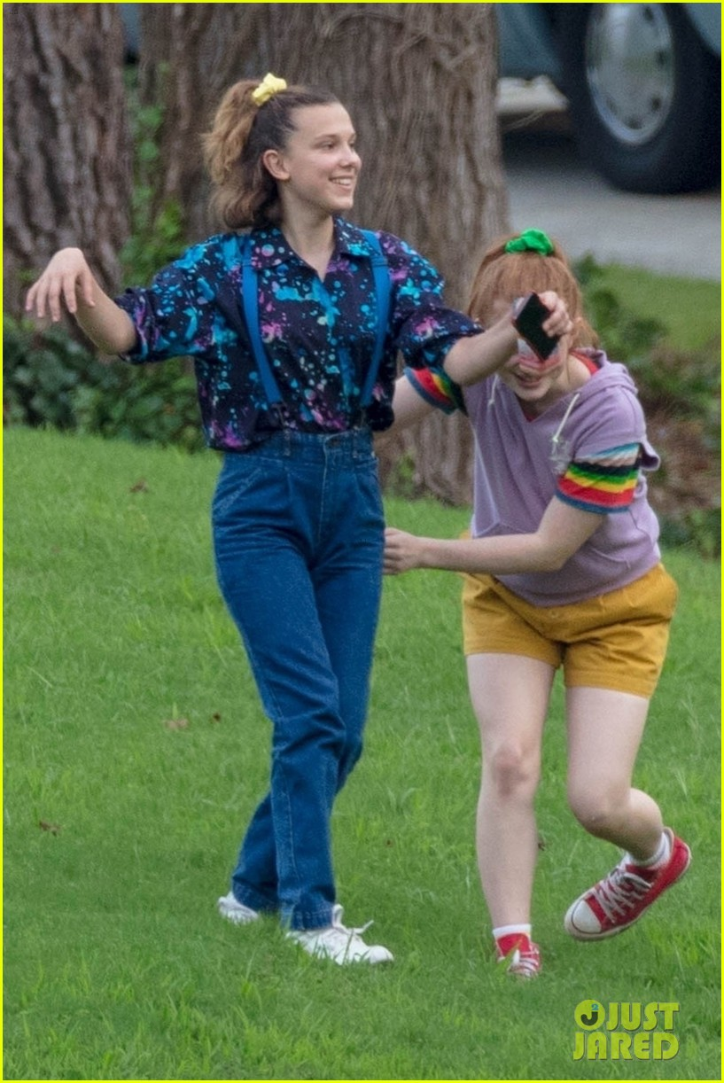 stranger things set photos millie bobby brown 21