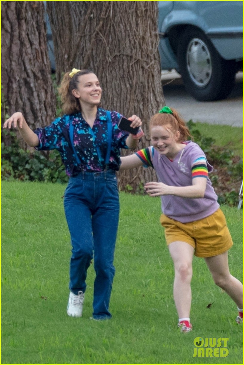 stranger things set photos millie bobby brown 26