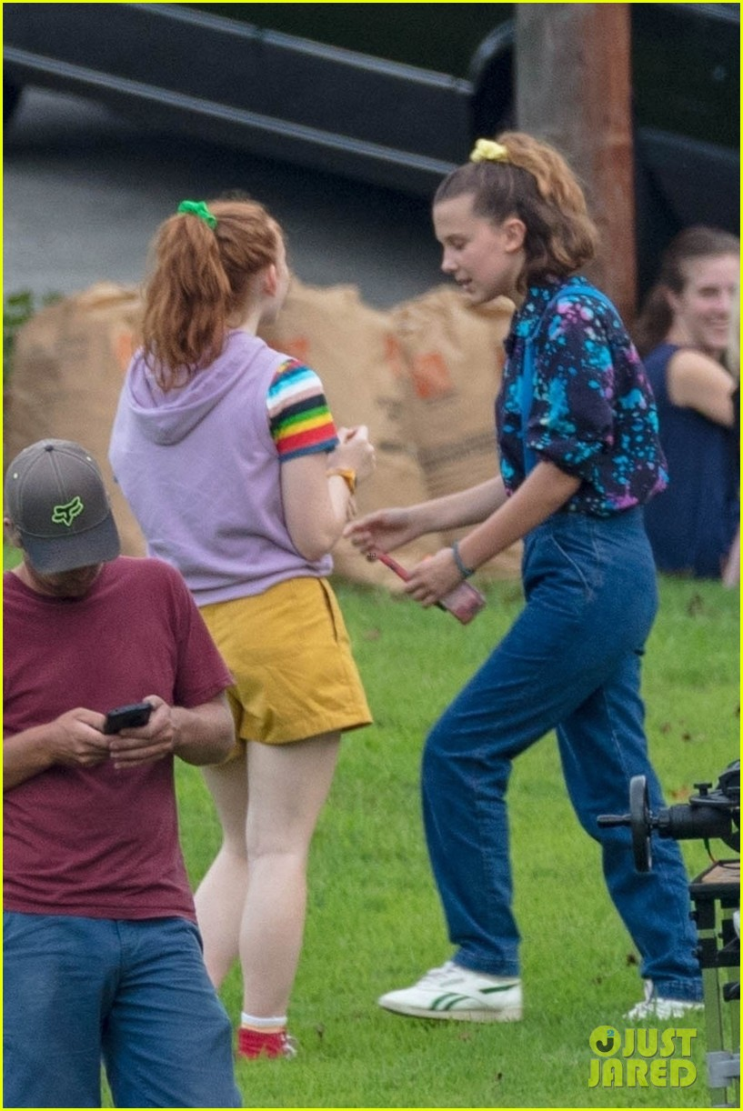 stranger things set photos millie bobby brown 33