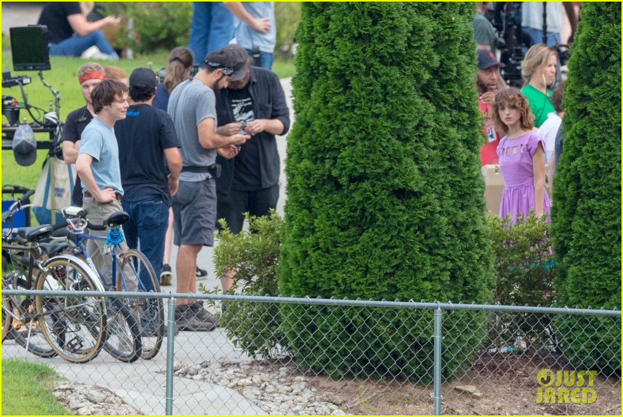stranger things set photos millie bobby brown 34