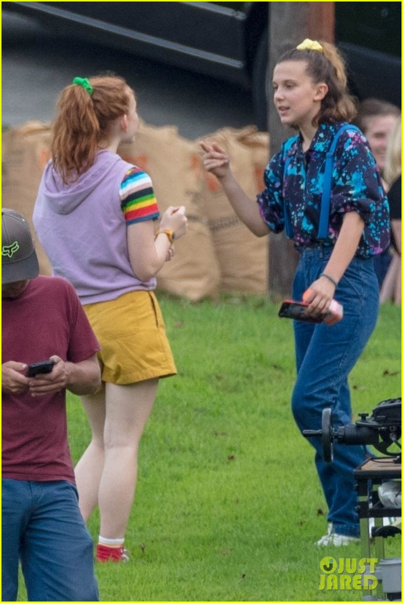 stranger things set photos millie bobby brown 35