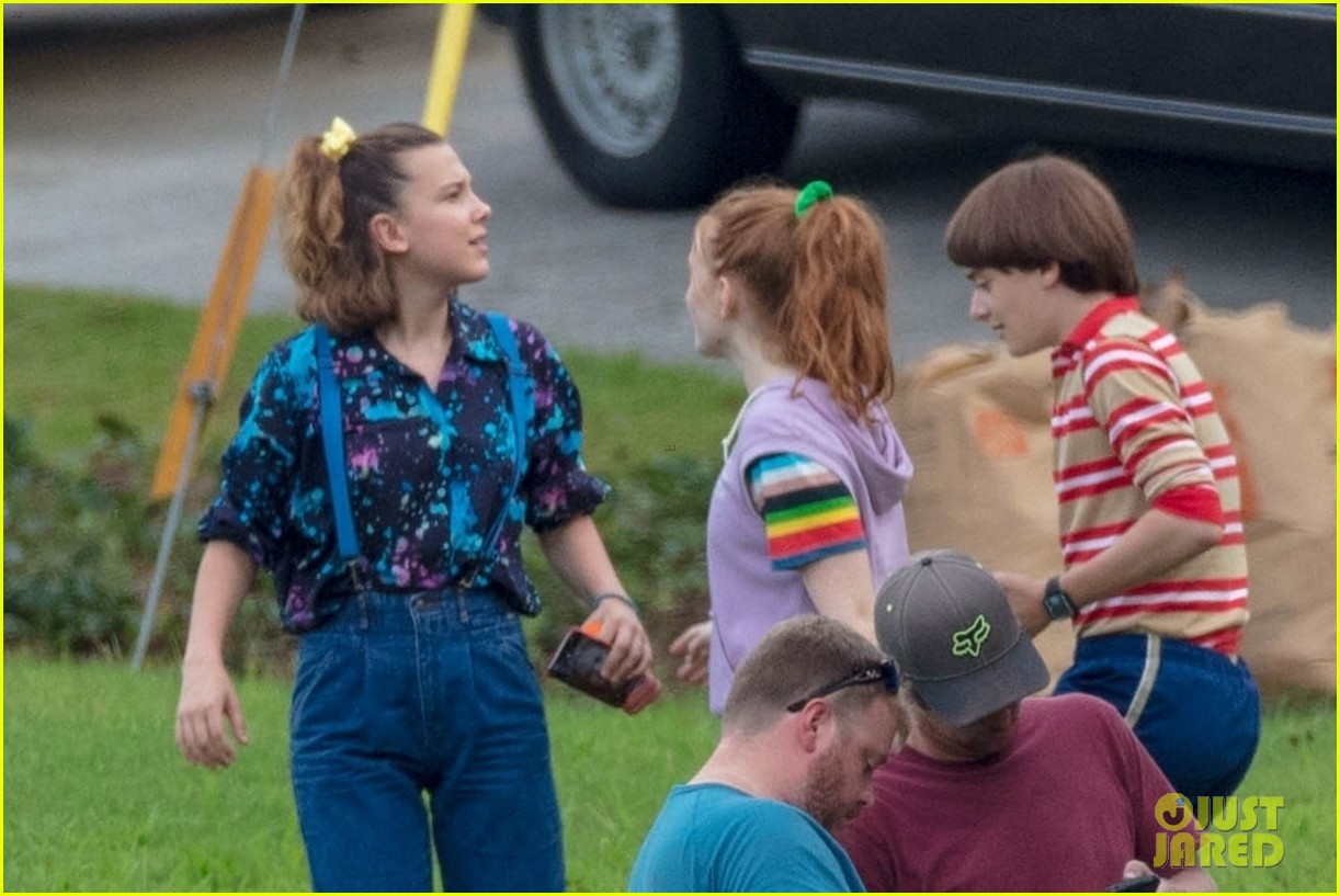 stranger things set photos millie bobby brown 36