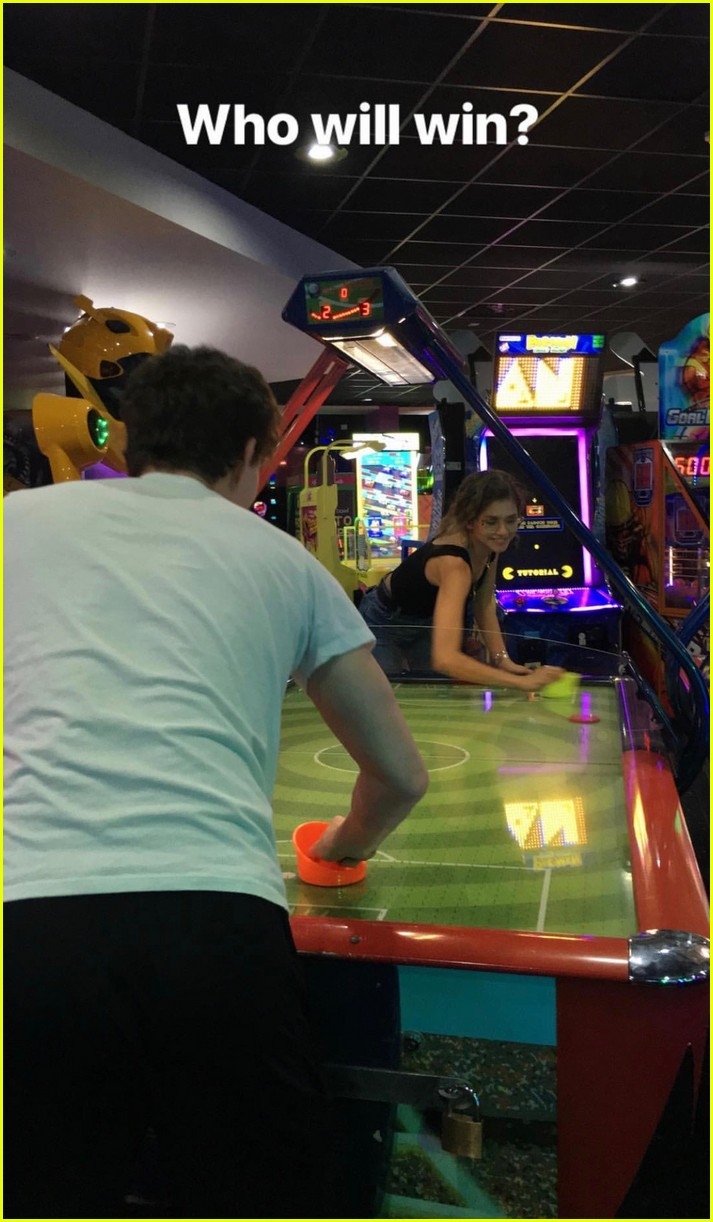 zendaya tom holland spider man cast bond at bowling arcade 03