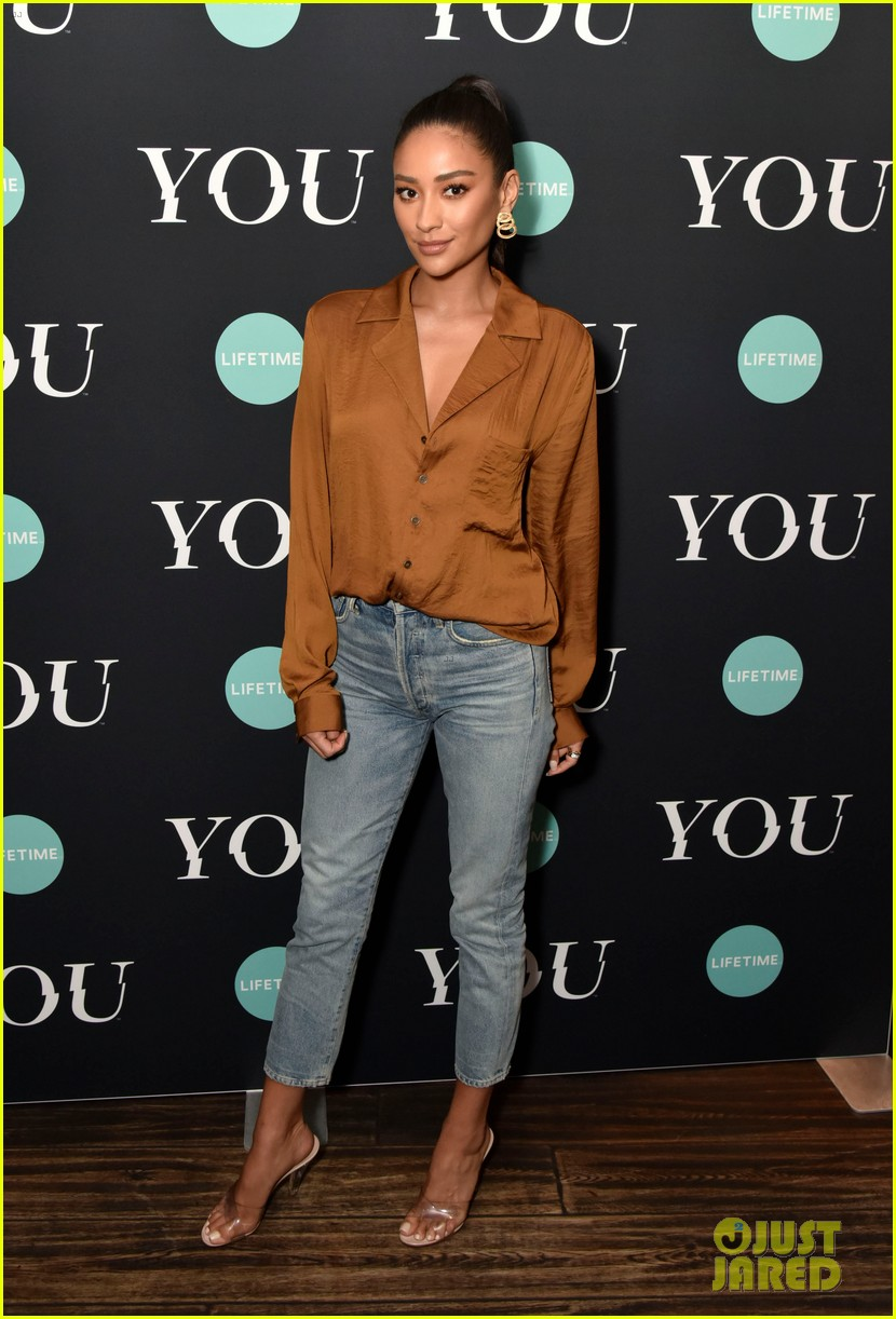 penn badgley elizabeth lail and shay mitchell look stylish at you series premiere 23