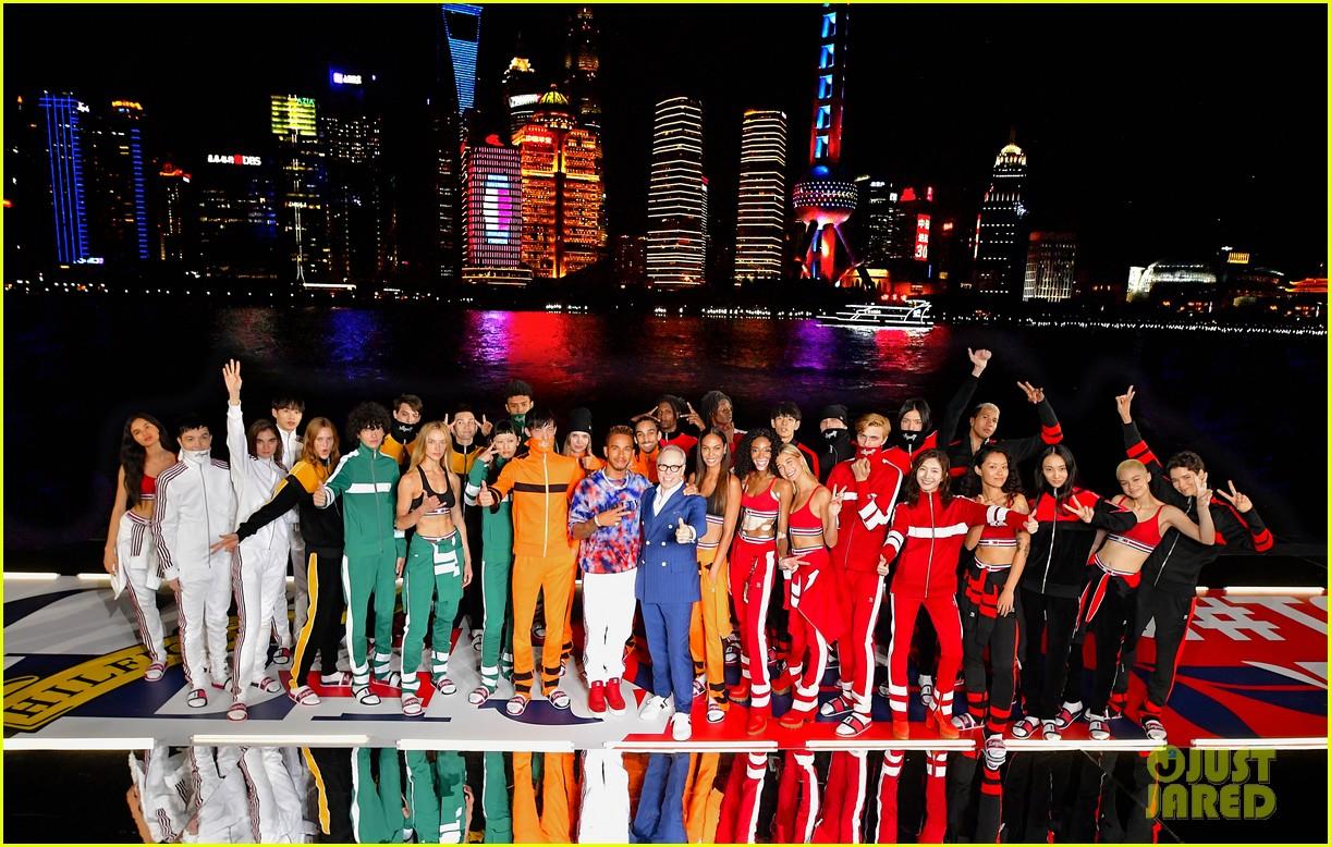 hailey baldwin tommynow show shanghai 07