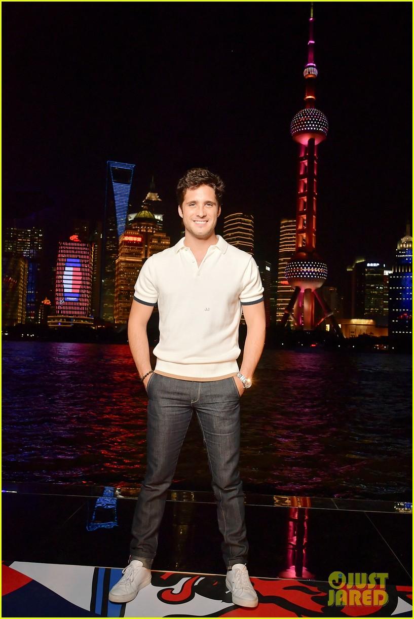 hailey baldwin tommynow show shanghai 11